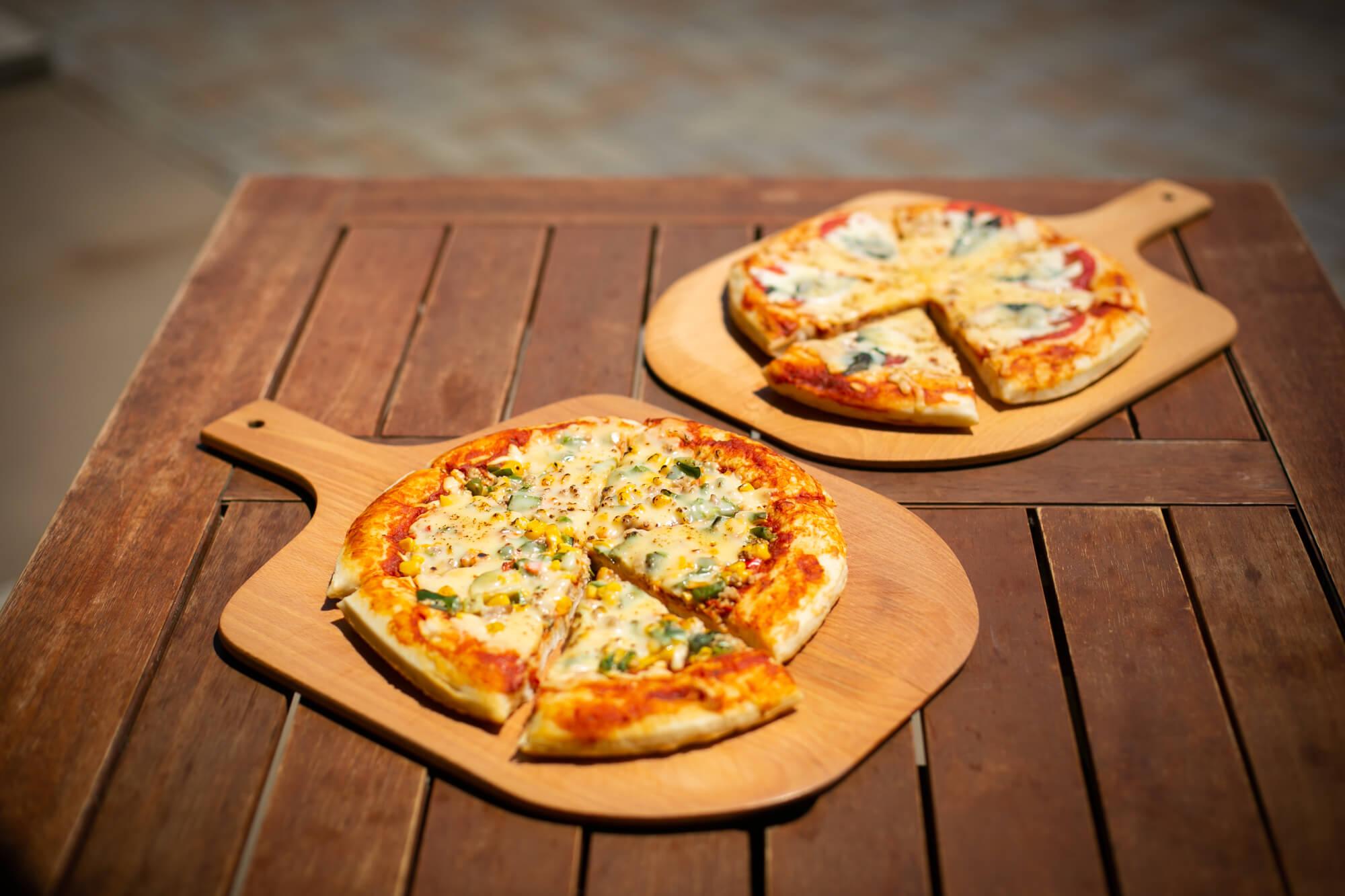 マルゲリータと湧水ポーク&旬野菜のピザも販売中です。