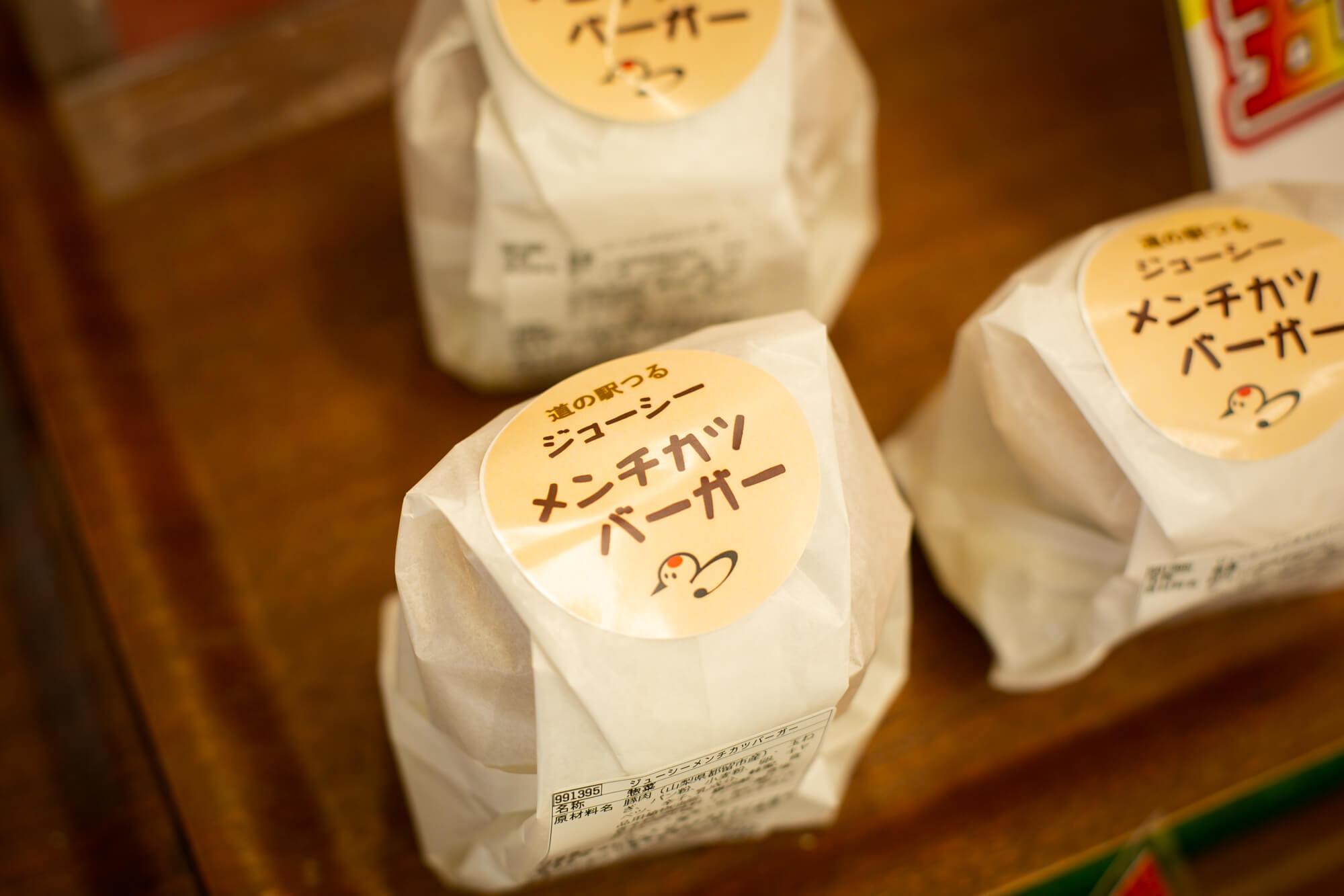 店内キッチンでつくるお惣菜も多数販売しています。
